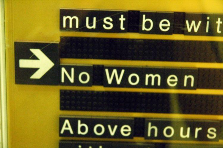 Jeddah Marriott no women sign